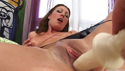 Solo babe provides grim XXX solo scenes when masturbating