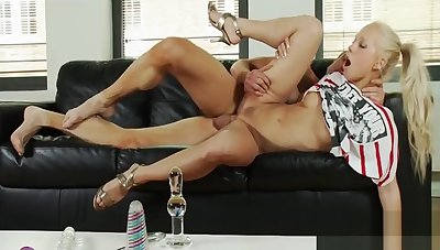Hot tempered blonde Carla dwells greater than sucking