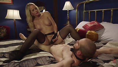 Hot mature treats her male waiting upon nearly great lust
