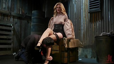 Scalding mistress Mona Wales bangs tied involving duteous dude and sucks his cock