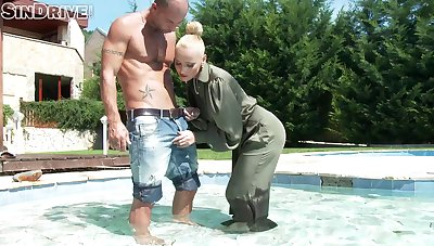 Outdoor fucking under dramatize expunge sun just about clothed slut Kathia Nobili