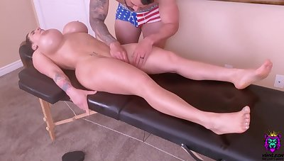 Sizzling Young Mommy Is Spoiled With A Tongue Massage And A Ro - kneading